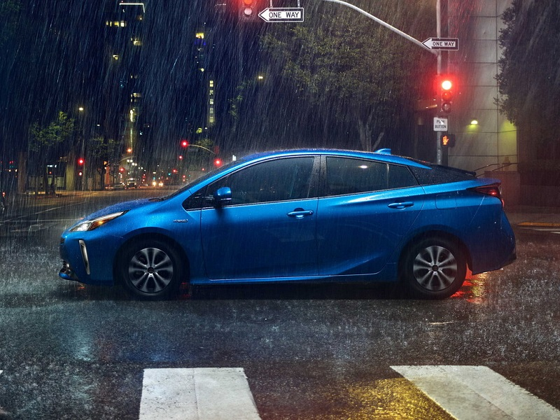 В Токио показали новый Toyota Prius с «диким» обвесом от двух тюнеров