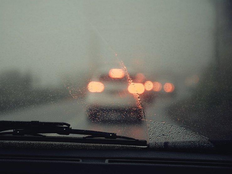 Фото запотевшее стекло машины
